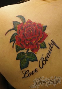 赤い薔薇のタトゥー(背中)26