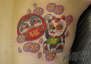 招き猫とダルマのタトゥー Shinji Tattoo