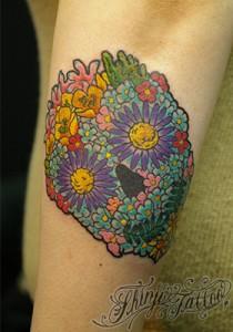 フラワースカルのタトゥー(前腕)1