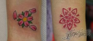 手首の桜の花のタトゥー2つ